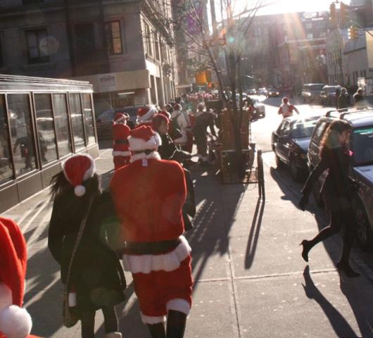 ニューヨークを大量のサンタさんで占拠! SantaCon 2009 (その2)_b0007805_1940675.jpg