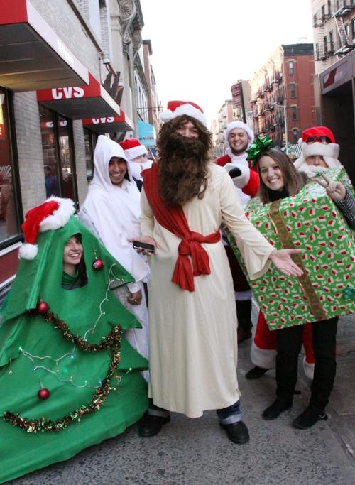 ニューヨークを大量のサンタさんで占拠! SantaCon 2009 (その2)_b0007805_19443189.jpg