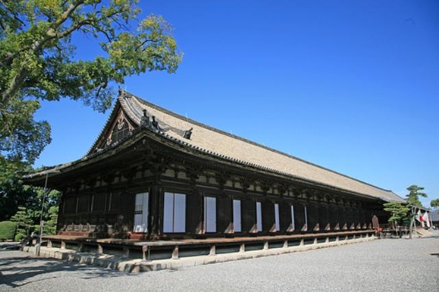 三十三間堂(さんじゅうさんげんどう)は京都市東山区にある仏堂。建物の正式... 京都 三十三間堂