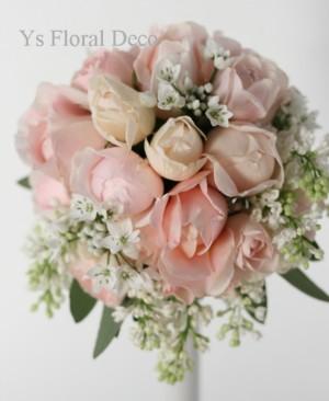 淡いピンク色と白い小花のラウンドブーケ_b0113510_13121220.jpg