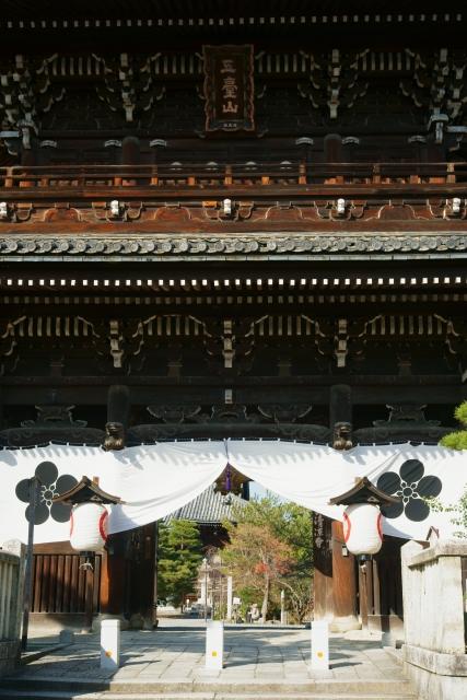 清涼寺の残り紅葉_e0177413_2236535.jpg