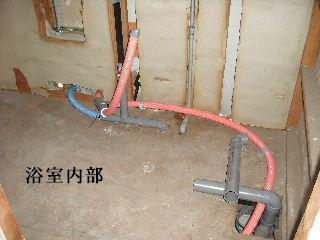賃貸物件・屋根塗装と浴室リフォーム工事中_f0031037_197740.jpg