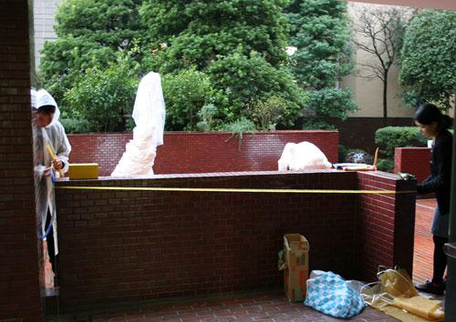 雨の中の搬入。日芸彫刻展スタート。_f0171840_16244658.jpg