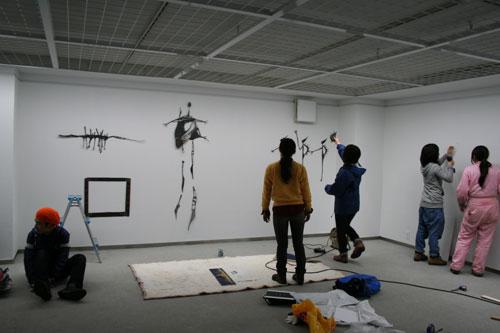 雨の中の搬入。日芸彫刻展スタート。_f0171840_1627033.jpg