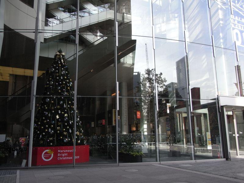 クリスマスムードの丸の内はまだ秋_c0025115_23582433.jpg