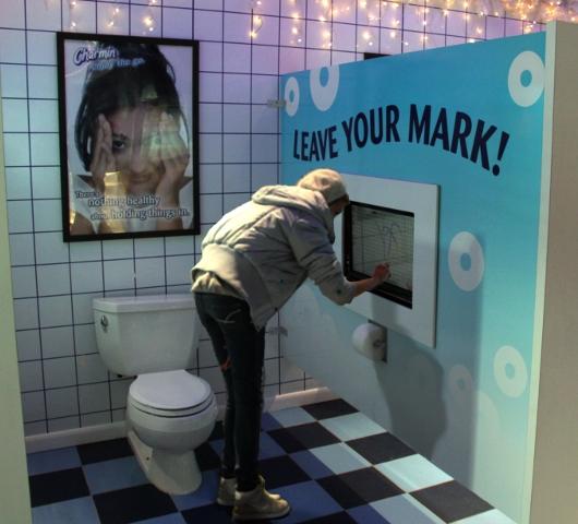 今年もまた、ありえない公衆トイレが登場中!Charmin Restrooms_b0007805_14264435.jpg