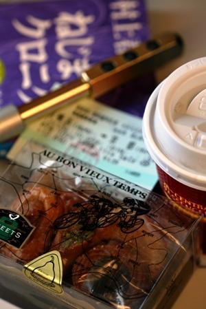 ~旅の必需品~ コーヒー、小説、美味な菓子とプラチナゲルマローラー_b0048834_18184560.jpg