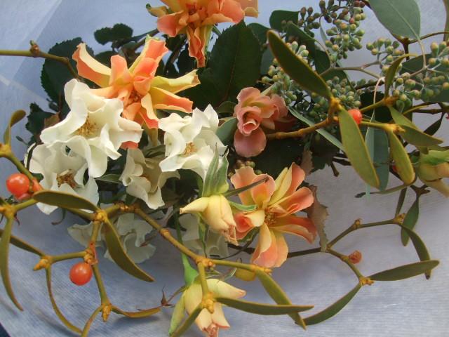 オークリーフ(バラとヤドリギの花束)_f0049672_17433559.jpg