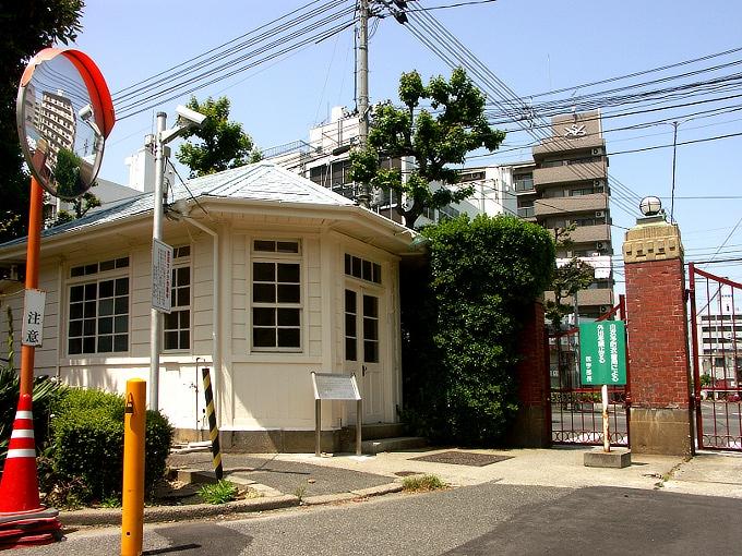 旧岡山医科大学正門・門衛所_f0116479_12144868.jpg