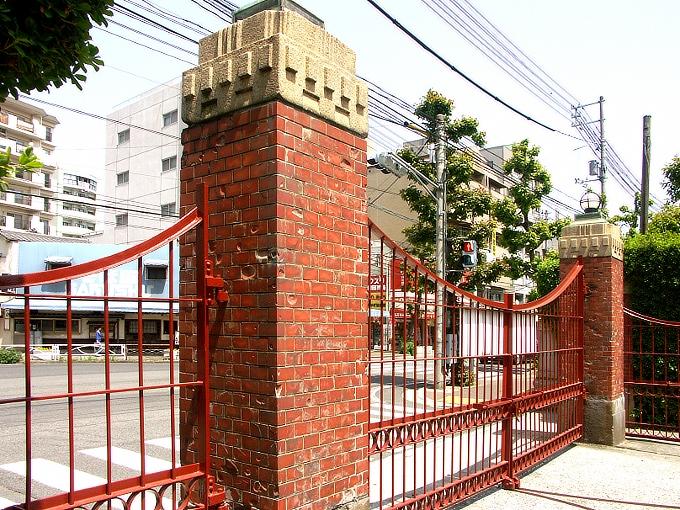 旧岡山医科大学正門・門衛所_f0116479_12172913.jpg