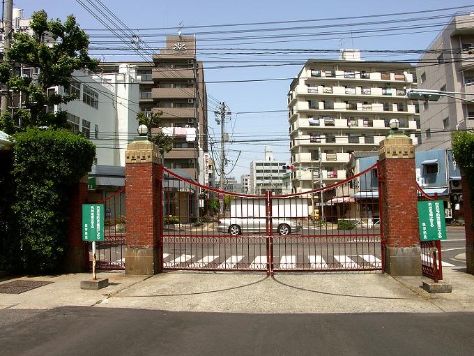 旧岡山医科大学正門・門衛所_f0116479_12202420.jpg