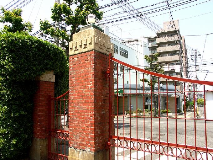 旧岡山医科大学正門・門衛所_f0116479_12212554.jpg