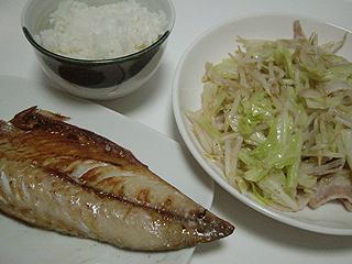 サバの塩焼きと肉もやし炒め_c0025217_13451175.jpg