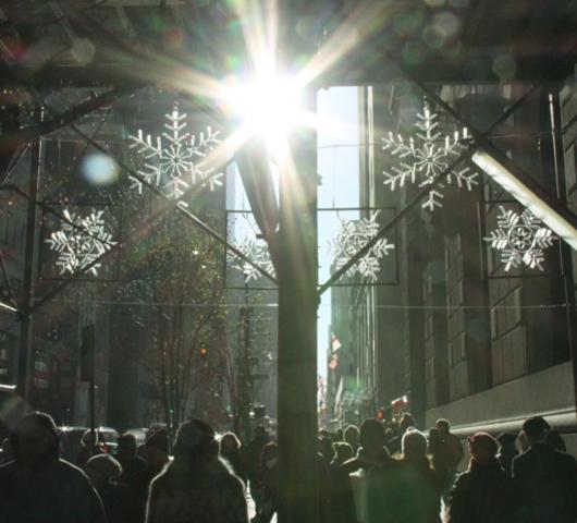 クリスマス前の5番街から街角風景_b0007805_0581571.jpg