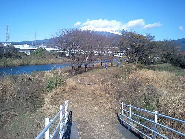 「春のお花見ウォーク」に向けた沼川、滝川の遊歩道整備_f0141310_23135059.jpg
