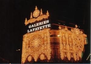 第2弾!花の都パリのクリスマス・イルミネーションはサスガに凄い!_a0154912_13135311.jpg