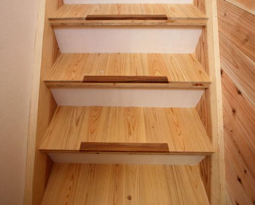 階段を見え易くする工夫_b0015157_0101517.jpg