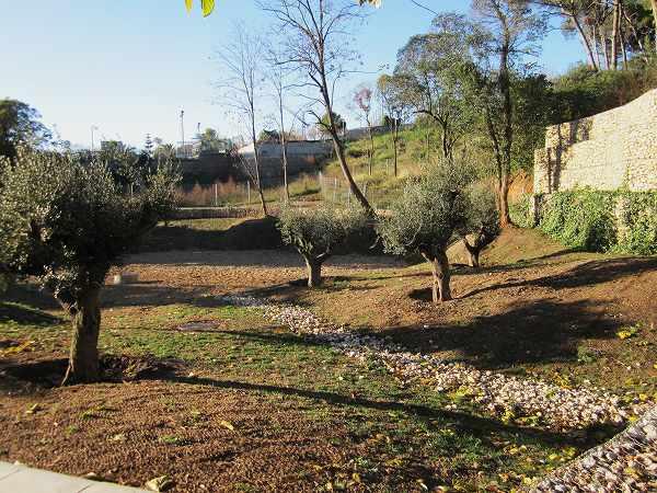 サリア地区の新しい公園 Parc de Joan Reventos_b0064411_9234839.jpg