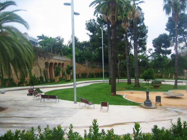 サリア地区の新しい公園 Parc de Joan Reventos_b0064411_929573.jpg