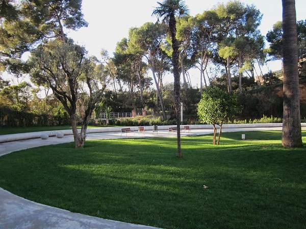 サリア地区の新しい公園 Parc de Joan Reventos_b0064411_9302770.jpg