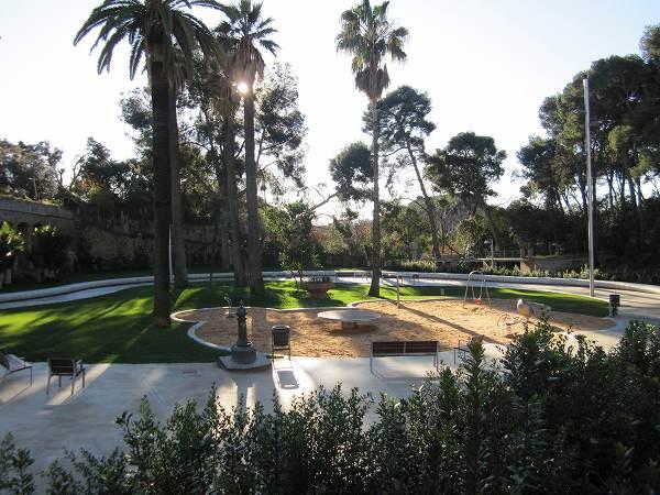 サリア地区の新しい公園 Parc de Joan Reventos_b0064411_9312038.jpg