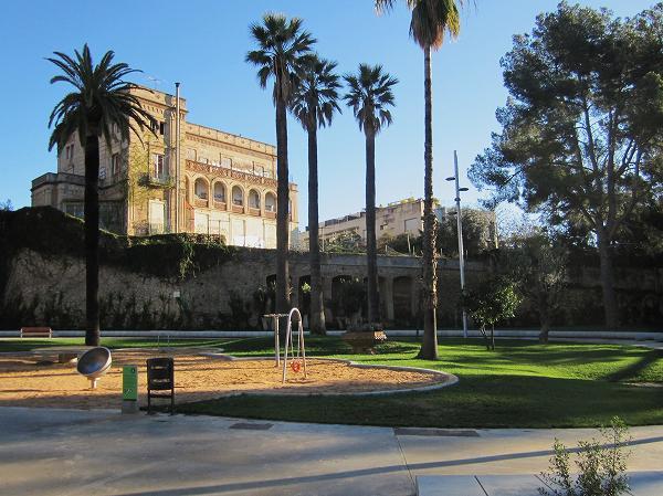 サリア地区の新しい公園 Parc de Joan Reventos_b0064411_932074.jpg