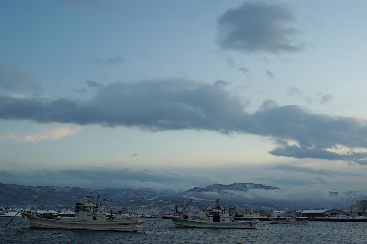 冬の漁港に風は冷たく_e0051186_1573520.jpg
