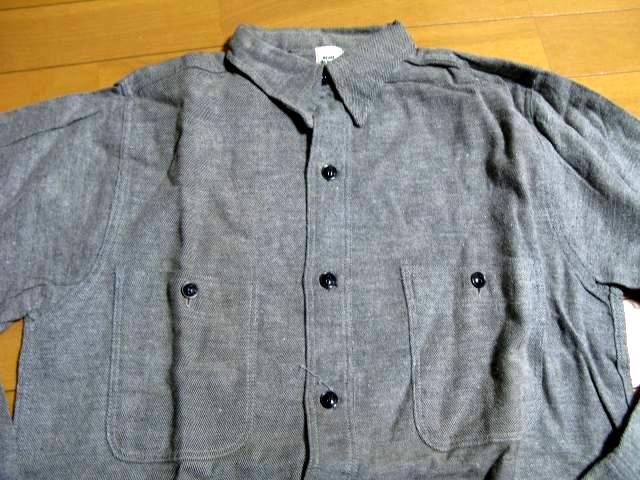 新春2日の入荷商品!40\'S ブラックシャンブレーシャツなど、、_c0144020_17374866.jpg