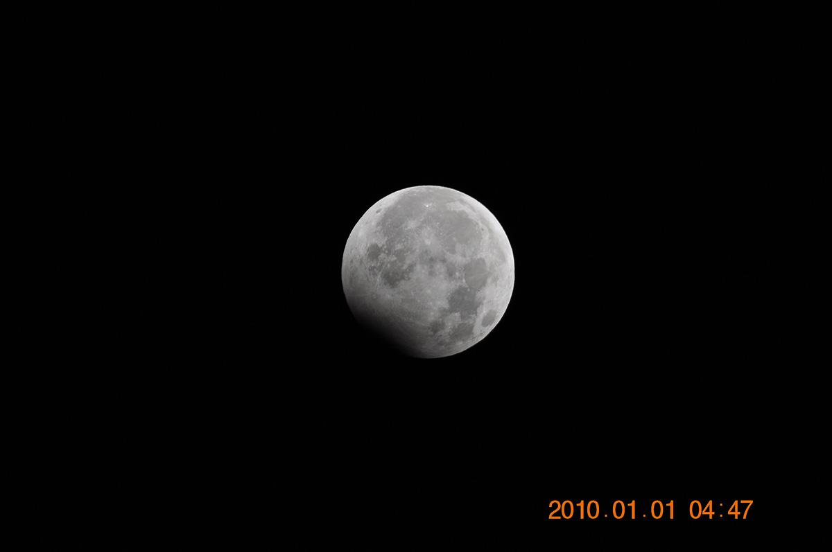 元旦の月食_e0174091_11552435.jpg