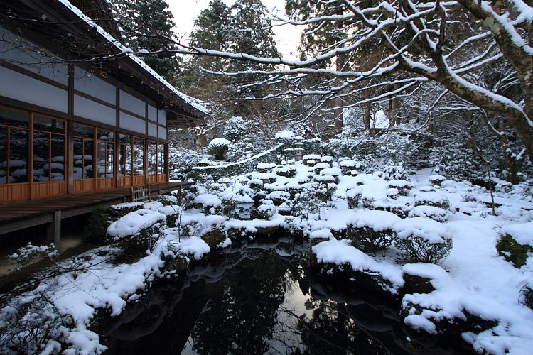 雪の三千院_e0051888_17135380.jpg