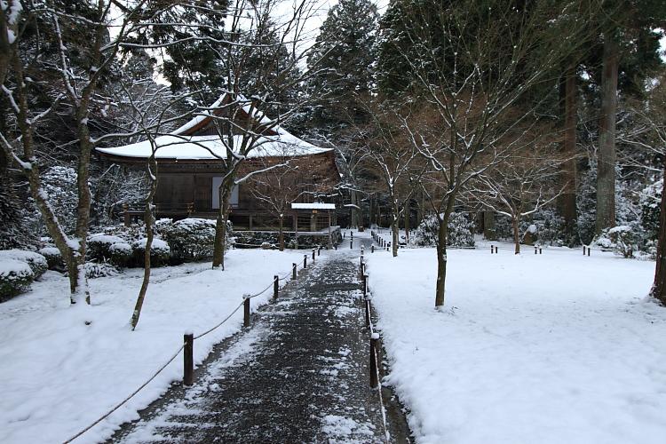 雪の三千院_e0051888_17145598.jpg
