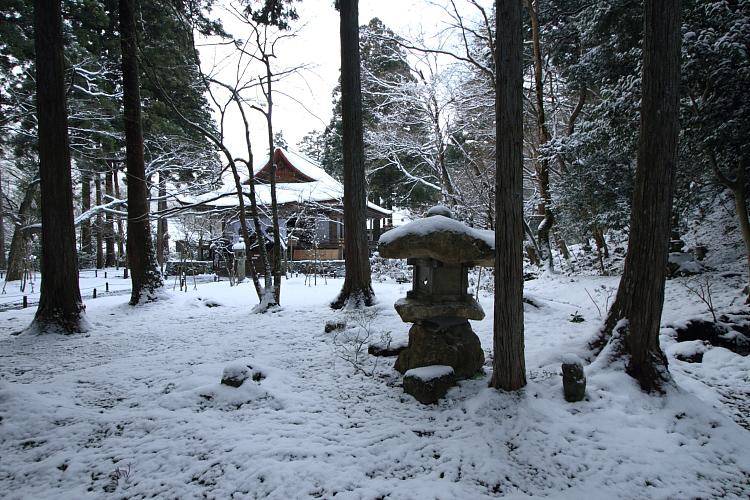 雪の三千院_e0051888_17163595.jpg