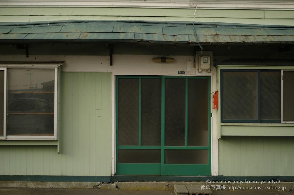 緑のドア_f0042194_23112437.jpg