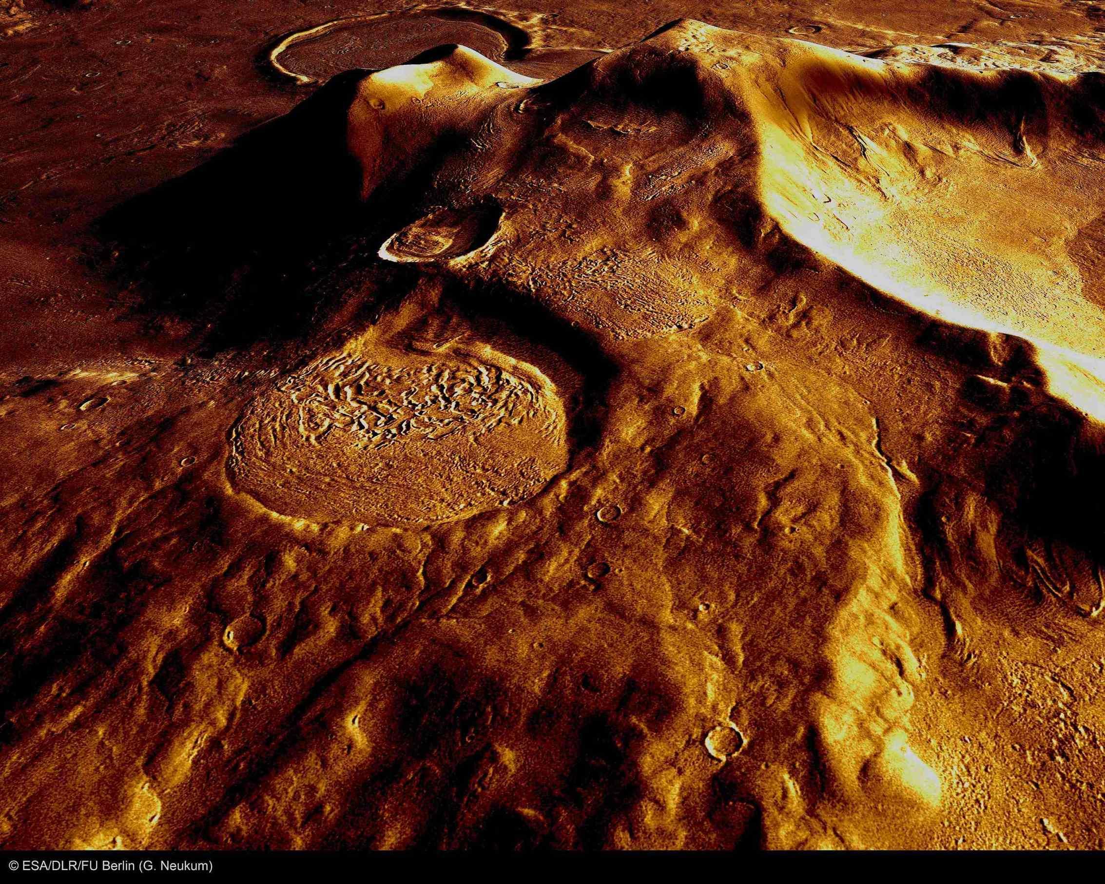 火星の遺跡:アワーグラス(砂時計)クレーター、サクラホッセ_e0171614_10301868.jpg