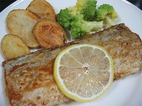 太刀魚のバターソテー、ハーブポテト添え_f0001469_16423471.jpg