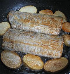 太刀魚のバターソテー、ハーブポテト添え_f0001469_1643640.jpg