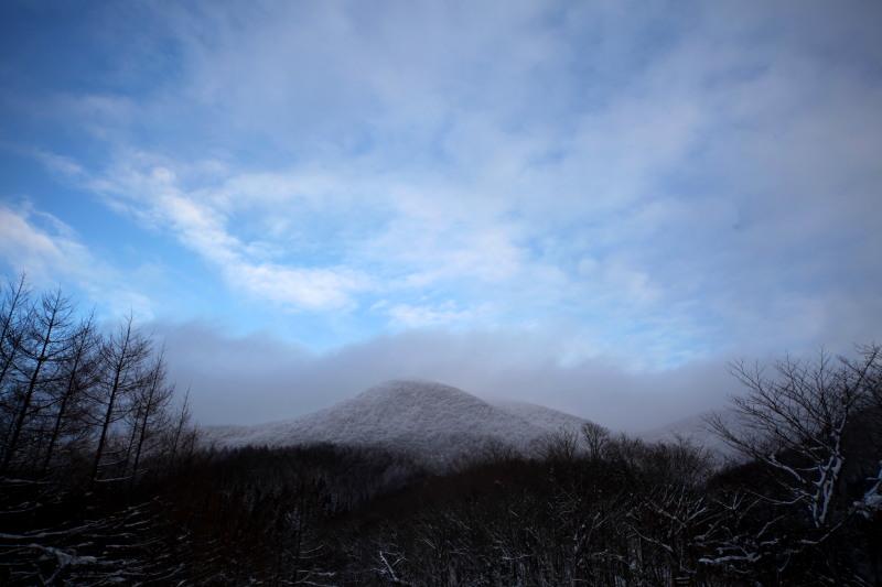 冬の六角牛山と神社_f0075075_1831386.jpg