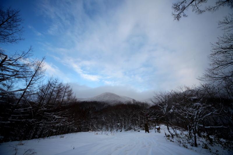 冬の六角牛山と神社_f0075075_1832157.jpg