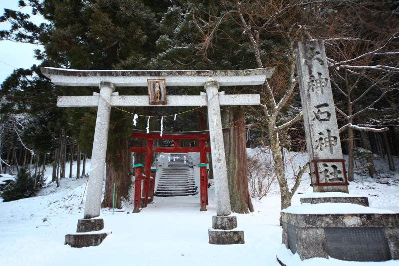 冬の六角牛山と神社_f0075075_18322279.jpg