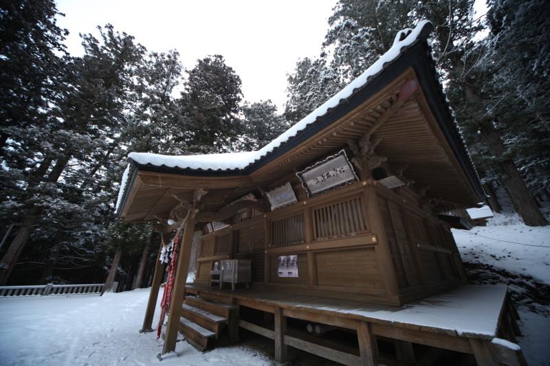 冬の六角牛山と神社_f0075075_18324317.jpg