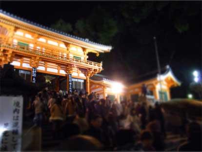 完全個室東京日本橋のヘアサロン艶出専科スタッフが行くお正月の京都八坂神社