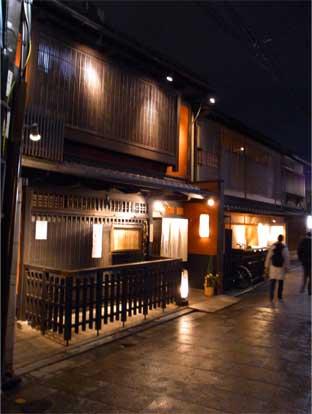 完全個室東京日本橋のヘアサロン艶出専科スタッフが行くお正月の花見小路