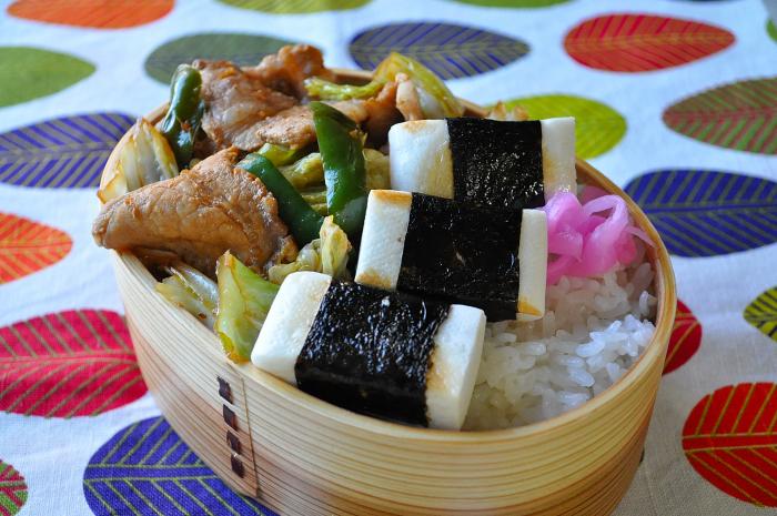 豚肉の生姜焼きと海苔はんぺんのお弁当_b0171098_822089.jpg