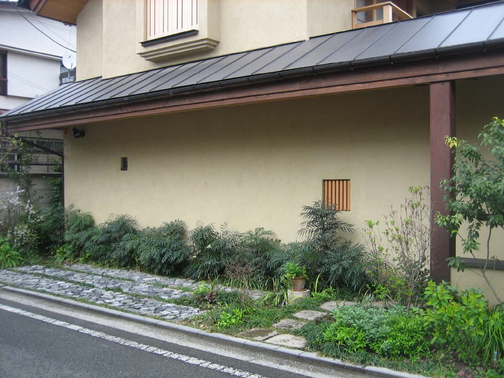 道行く人に楽しんでもらう花や草を植えましょう 川口通正_d0021969_1504918.jpg