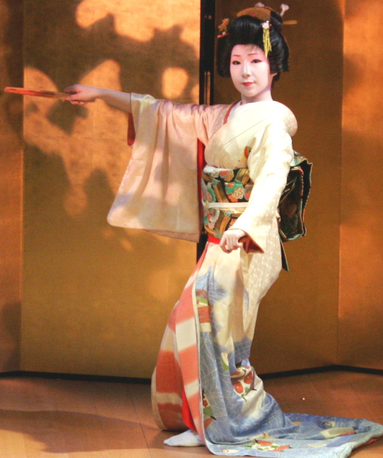 山中座舞台開き「舞初め鑑賞会」_f0040218_14272336.jpg