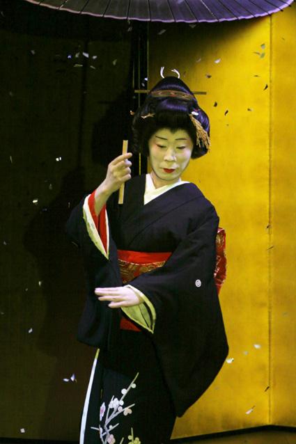 山中座舞台開き「舞初め鑑賞会」_f0040218_15243423.jpg