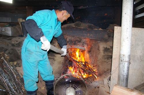 1/9 究極の火遊びを楽しむ 炭作り_b0174425_1410026.jpg