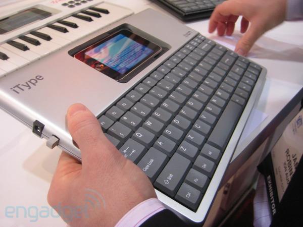 iPhoneにフルキーボードを付加する?!_b0028732_16584572.jpg