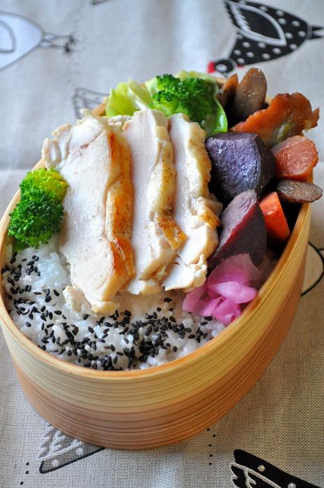 紫芋の煮物と柔らか鶏のお弁当_b0171098_814076.jpg