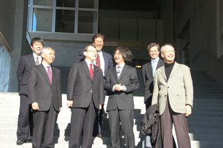 中川文部科学副大臣、IPMUに視察来訪_c0163819_14374127.jpg